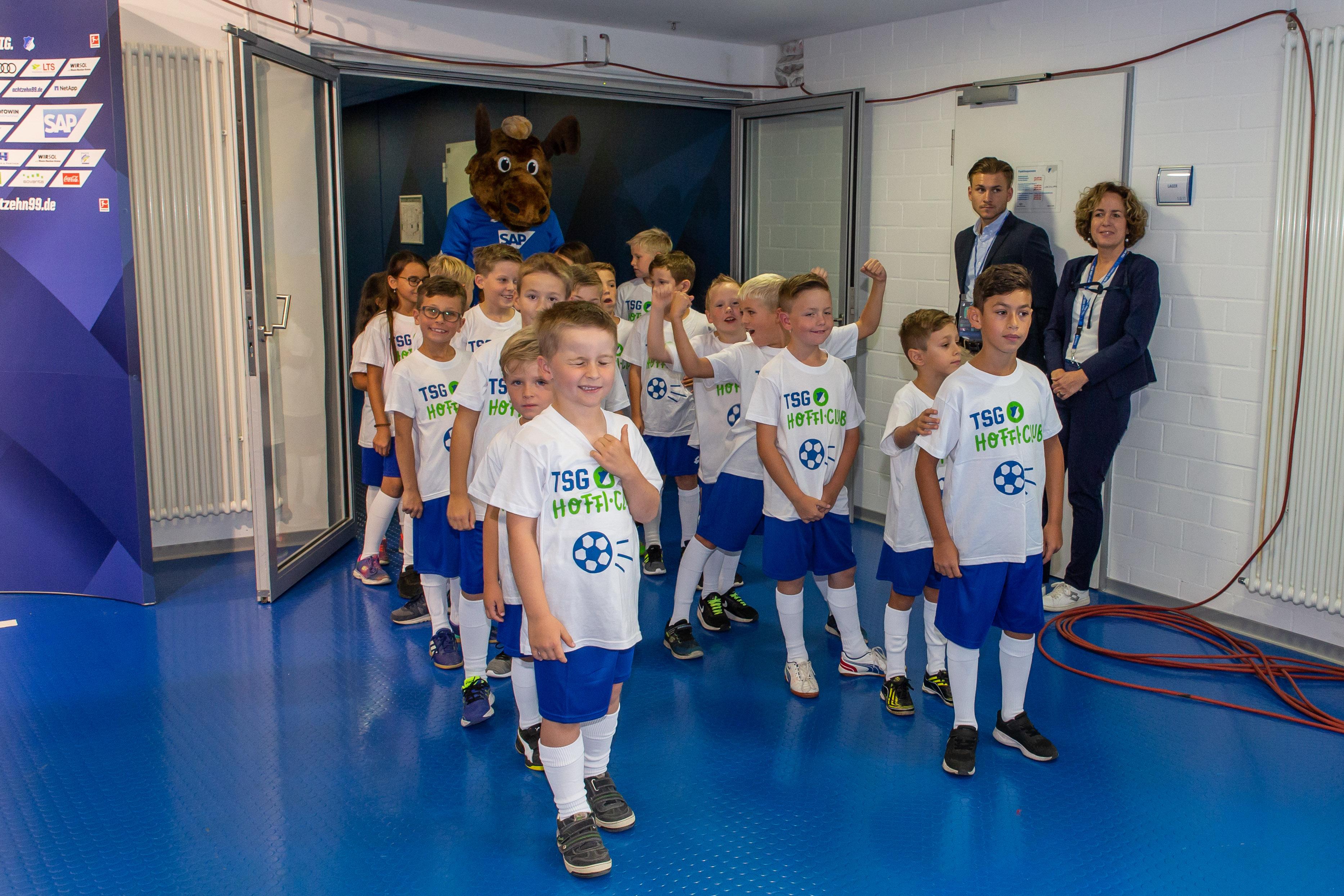 Hoffi Club Einlaufkinder Achtzehn99